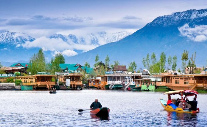 J&K refreshes bond with Gujarat for tourism promotion