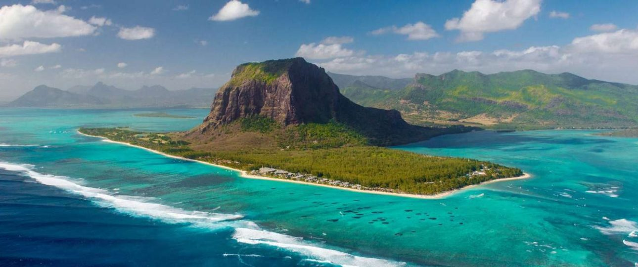 Mauritius is offering free vaccine to long-term travellers